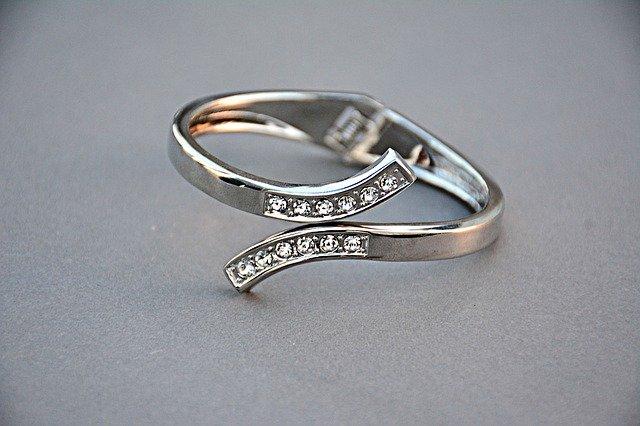 prsten, kamínky