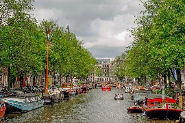 řeka v amsterdamu