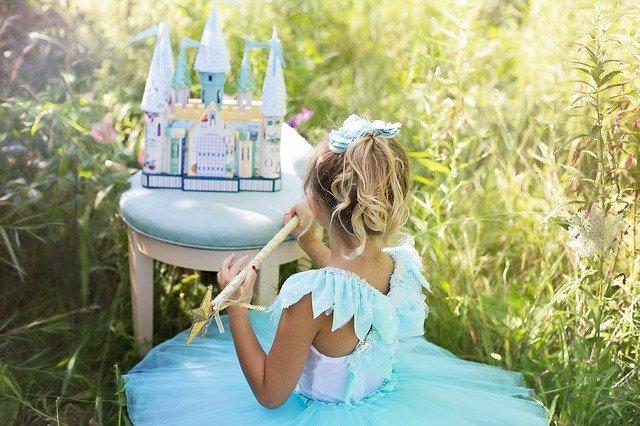 holčička s hradem.jpg